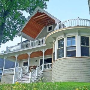 Curved upper deck rail