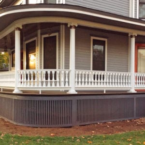 Curved deck railing on round porch