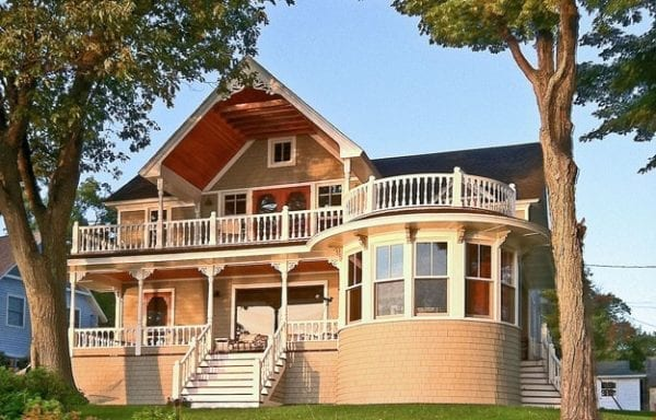 Custom porch railing with rounded porch